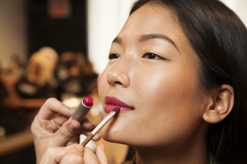 ...a bridght pop of color on the lips. #NYFW #makeup #nllblog #livingaveda #chiaraboni