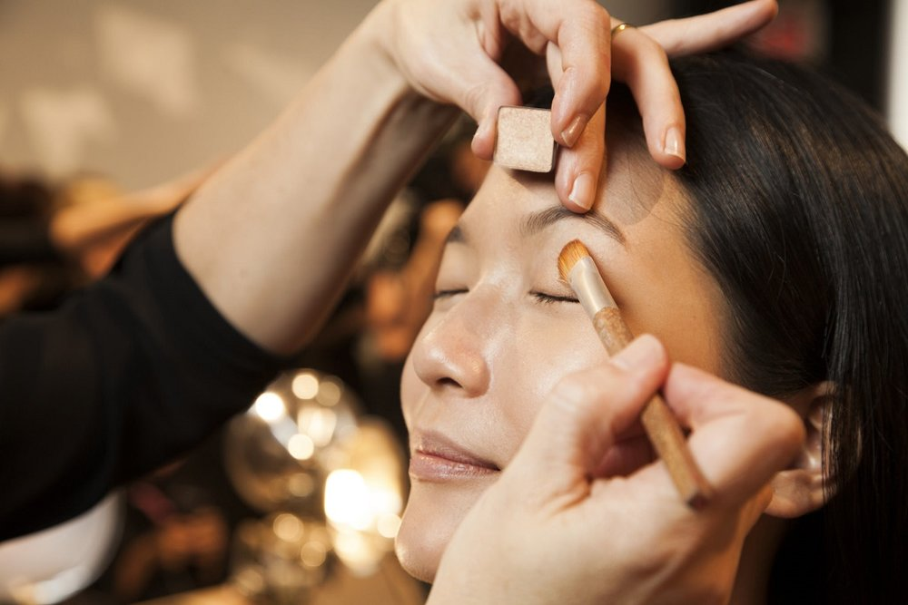 ...go light on the eyes. #makeuptrend #aveda #nyfw #livingaveda #nllblog