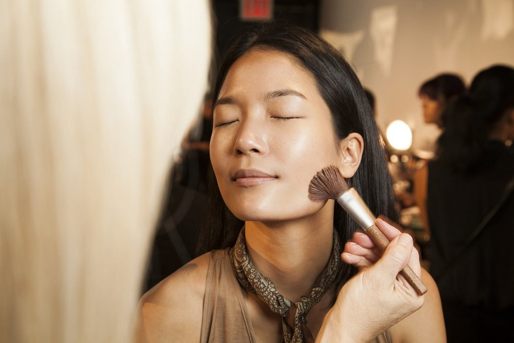 Fabulous #makeup start with prepping the skin. #nllblog #makeuptrend #aveda #nyfw #livingaveda