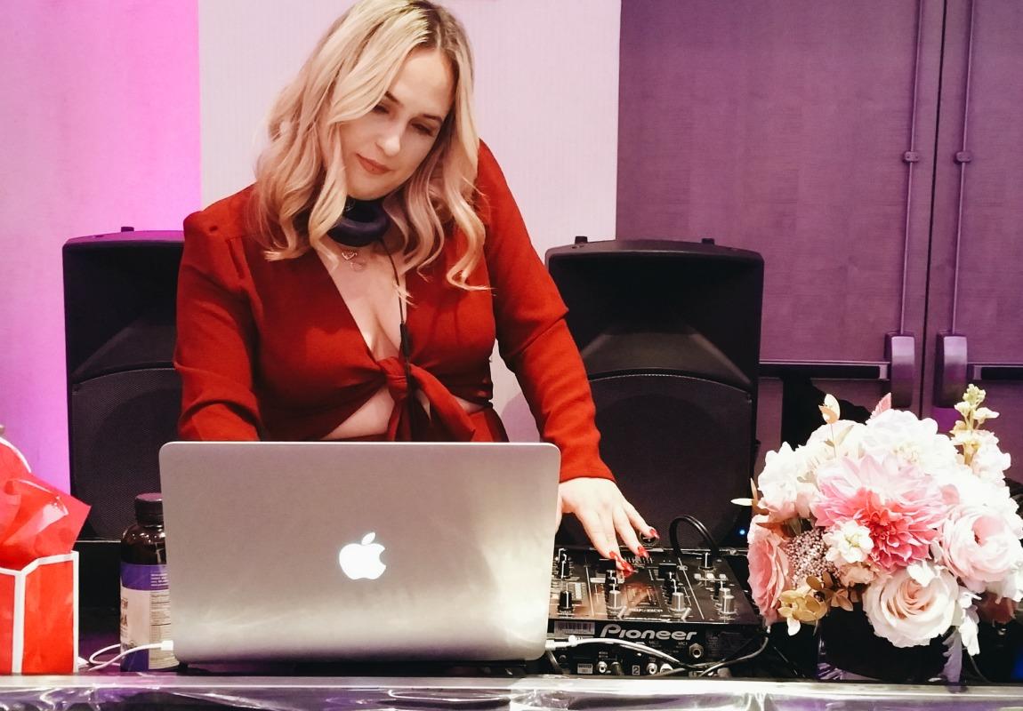 The DJ keeping style and beauty bloggers influencers entertainned. #simplystylistny