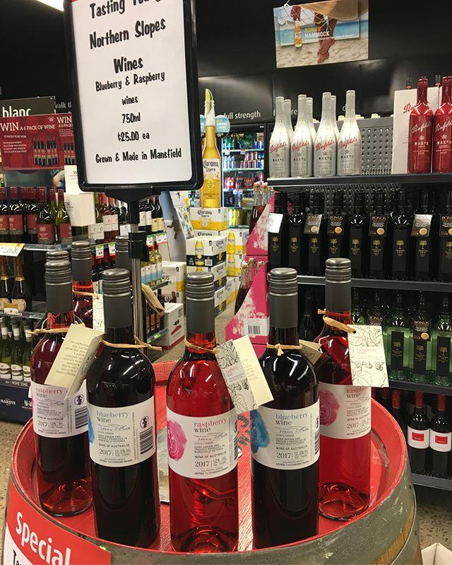 Wine tasting at Mansfield FoodWorks until 7pm!! #mansfieldproducers #winetasting #instoretasting #mansfieldmtbuller #raspberrywine #blueberrywine