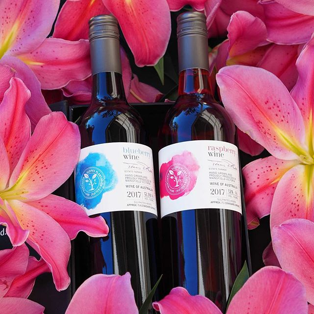 It's the @mansfieldfarmersmarket tomorrow!! Come and start your Christmas shopping with Mansfield's finest produce. See you there! #farmersmarket #mansfieldmtbuller #localproduce #mansfieldproducers #northernslopesplantation #raspberrywine #blueberrywine #springtime #shoplocal #52weekendsnevic #seehighcountry