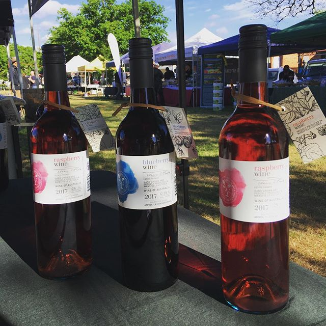 A beautiful spring day for the @mansfieldfarmersmarket  Come and try our raspberry and blueberry wine. Mmmm 🍷 #farmersmarket #springtime #raspberrywine #blueberrywine #mansfieldmtbuller #mansfieldproducers #christmasgifts