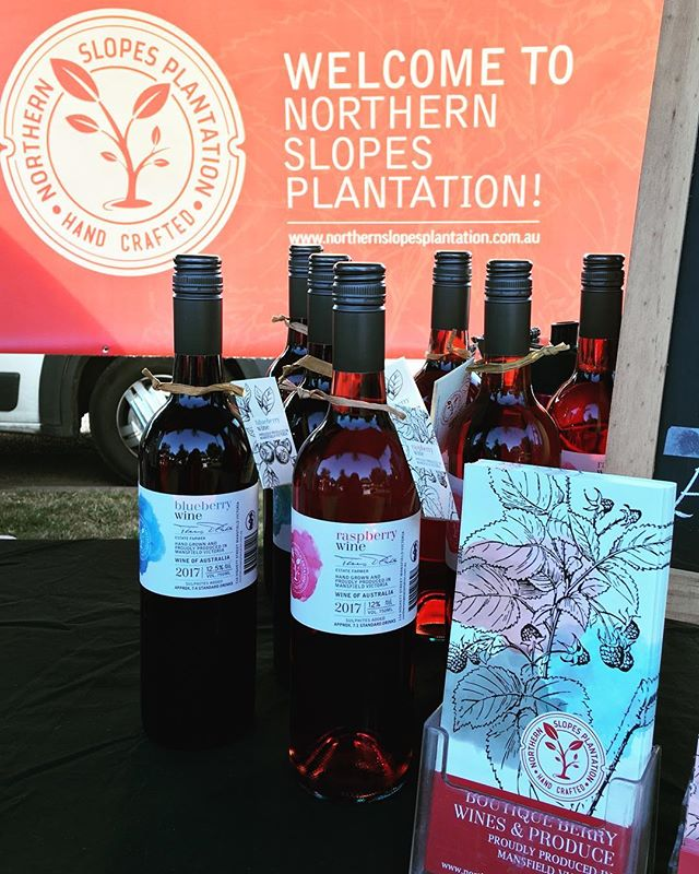 We are here at the Mansfield Bush Market!! After yesterday's rain, the sun is shining today so come and start your Christmas shopping!! #mansfieldbushmarket #mansfieldproducers #mansfieldmtbuller #northernslopesplantation #52weekendsnevic #seehighcountry #raspberrywine #blueberrywine #christmasgifts #somethingdifferent