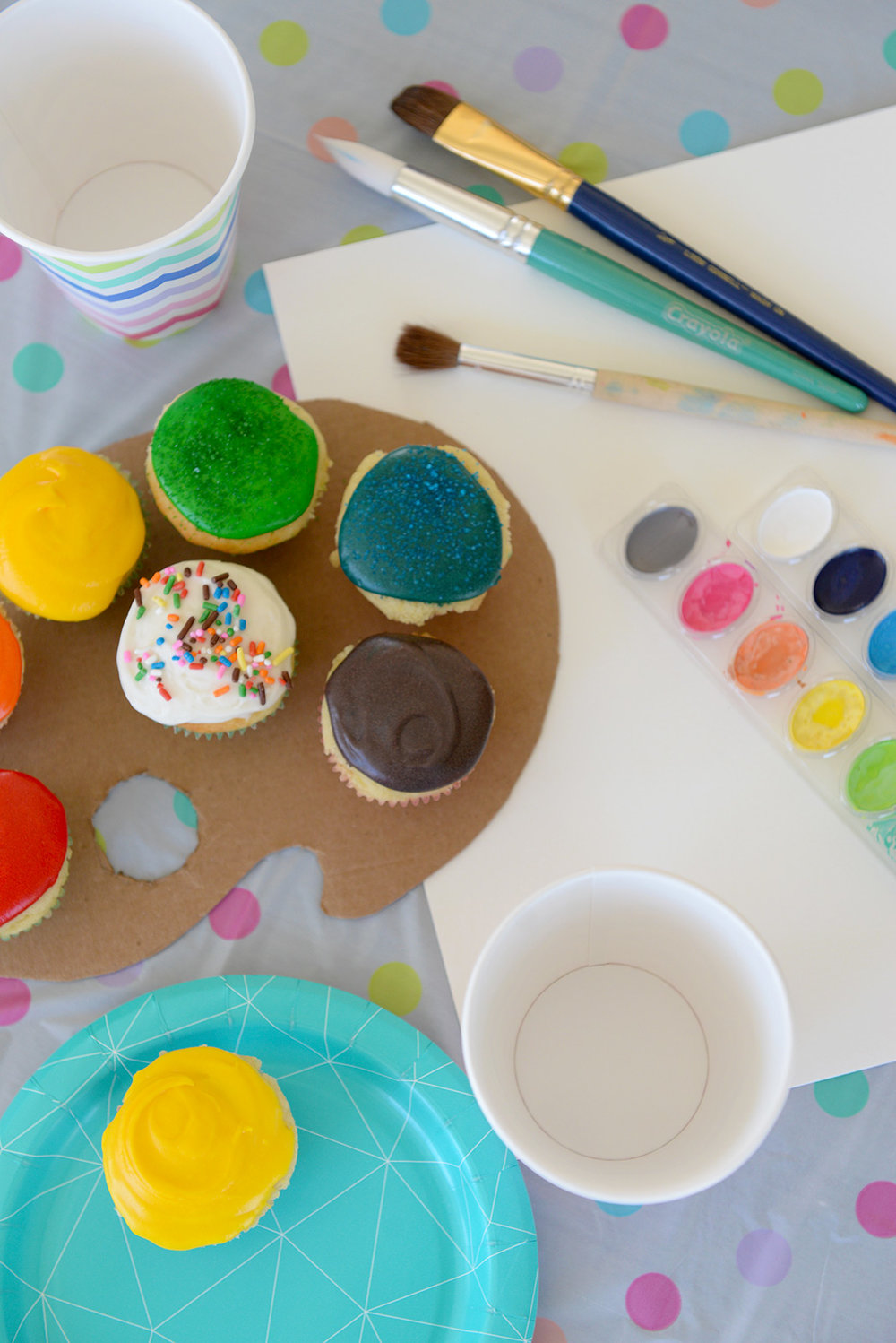 Get a TASTE for art with these cute paint palette cupcakes.