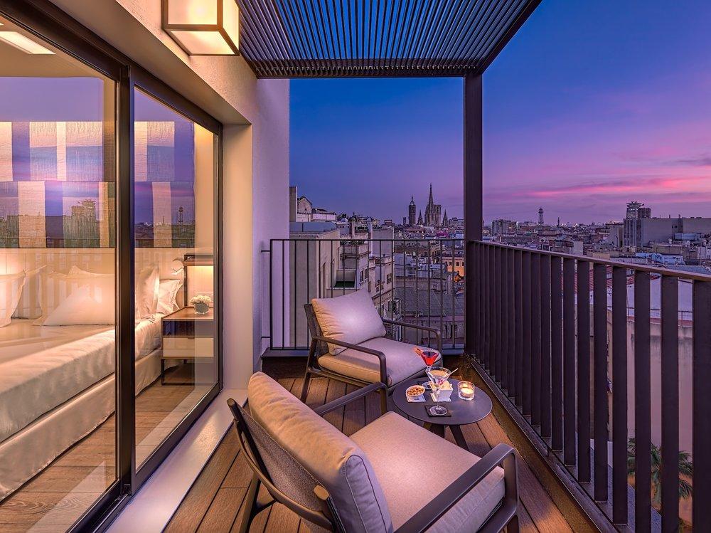 1606_0_32._Junior_Suite_terrace_at_dusk_copia.jpg
