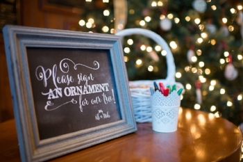 Photo Credit: http://blog.snapknot.com/festive-christmas-wedding-photos-we-love/