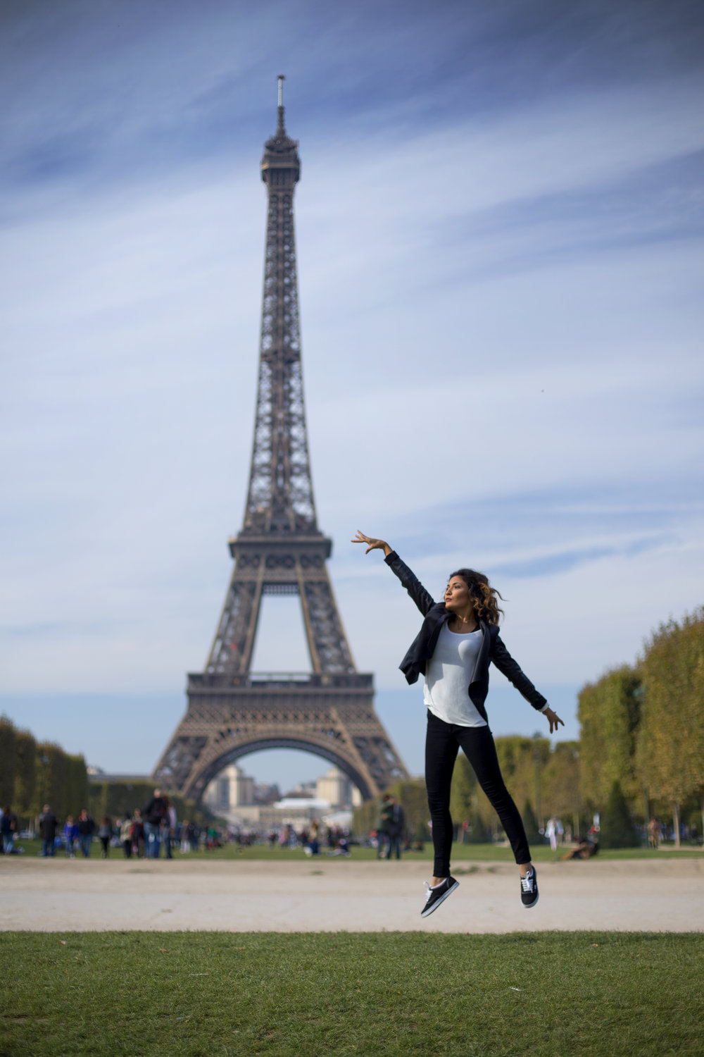 There's a wrong way to take an Eiffel Tower photo and then there's this.