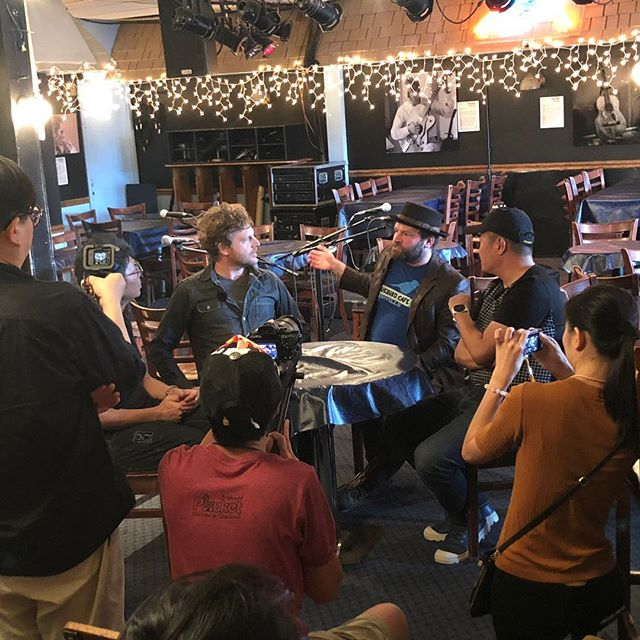 birthday week is underway🎂Before our sold out @bluebirdcafetn show, my man @clintalphin and I sat down with a Taiwanese TV crew to speak of the joys of music. Ni hou!