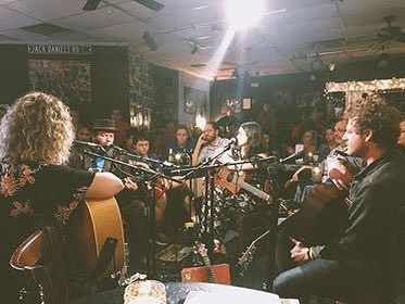 Fan side view of fantastic round tonight at @bluebirdcafetn with some of my favorites @dunbarhope @clintalphin and @miaroselynne. It got vibey