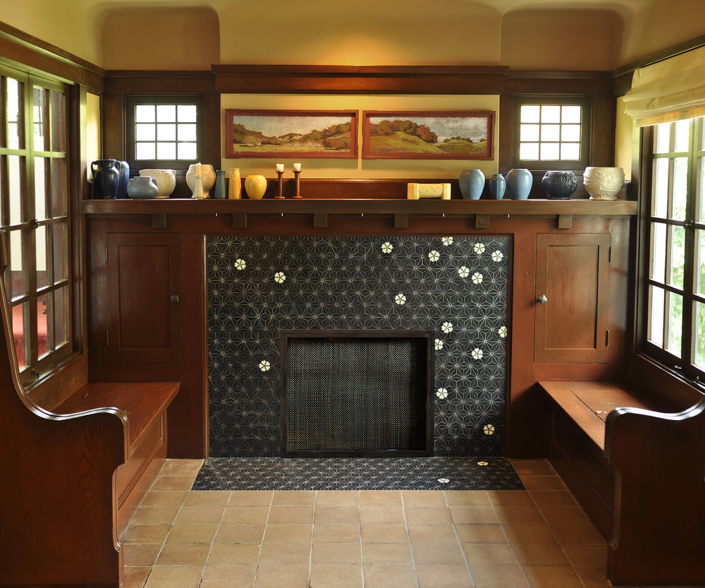 kinder_fireplace.jpg