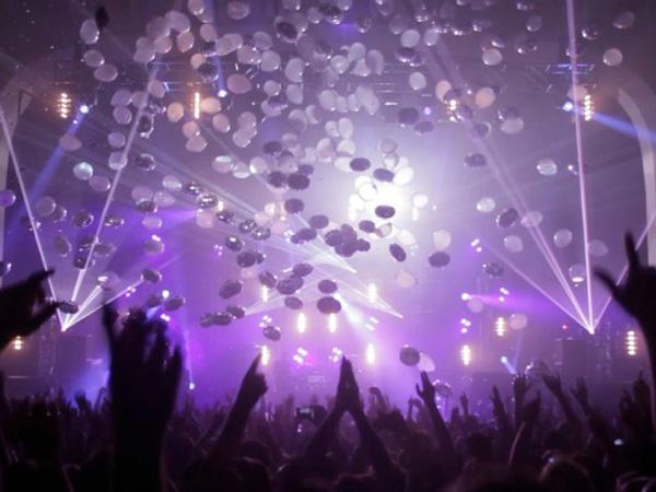 Crowd Concert.jpg