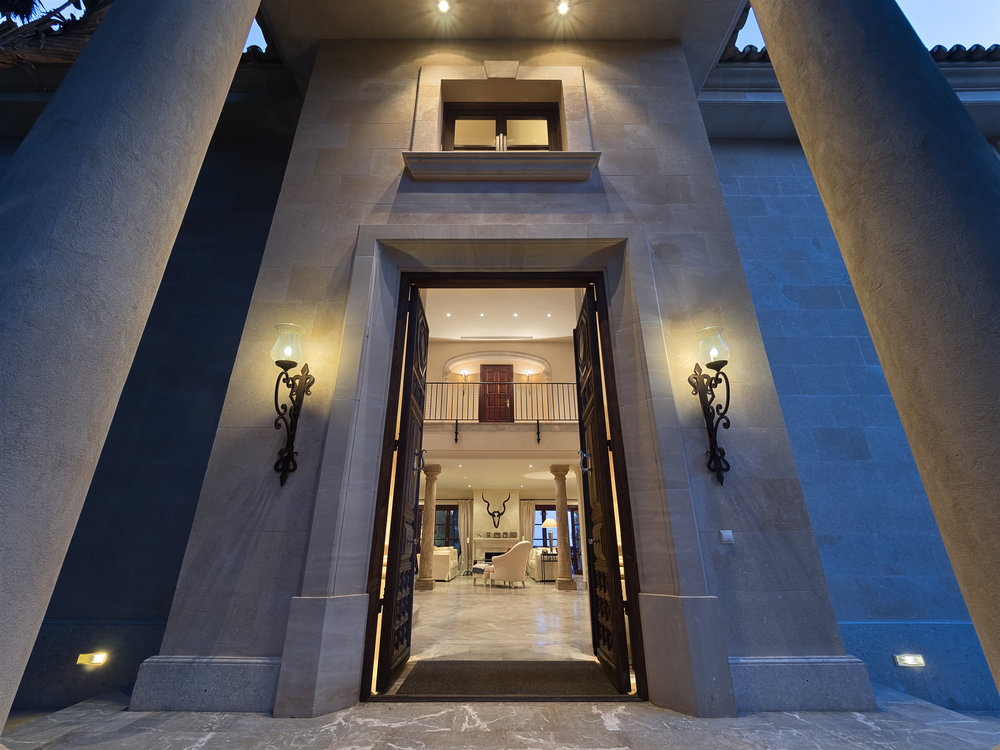 """The Entrance <span STYLE=""""font-weight: normal"""">2018</span>"""