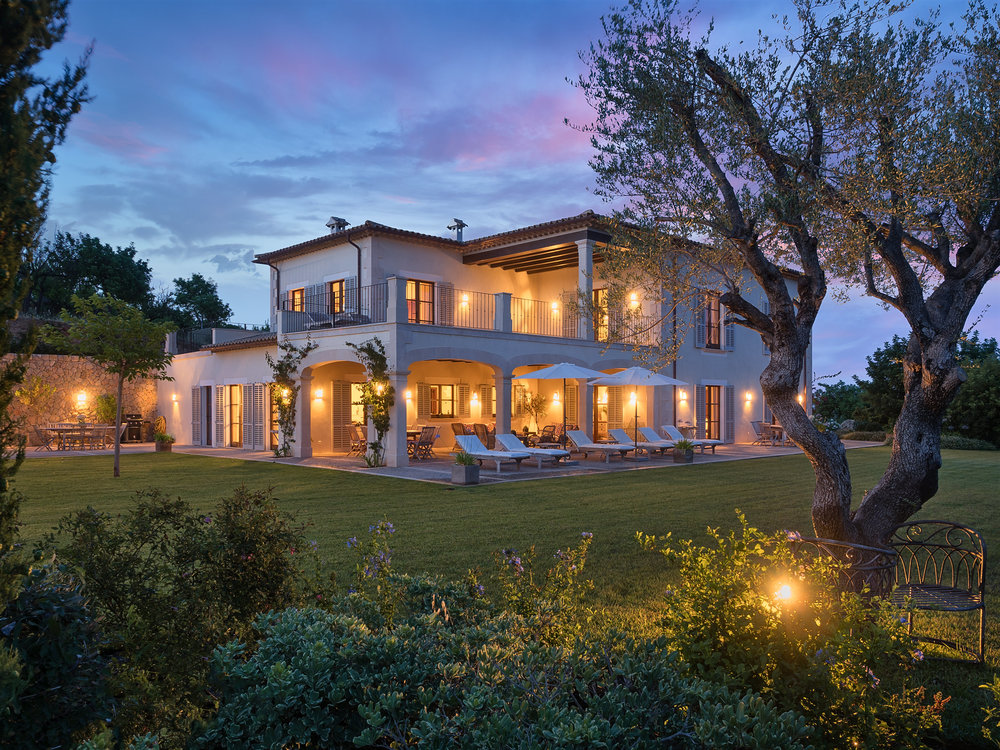 """Luxury Country Estate, <span STYLE=""""font-weight: normal"""">2017</span>"""