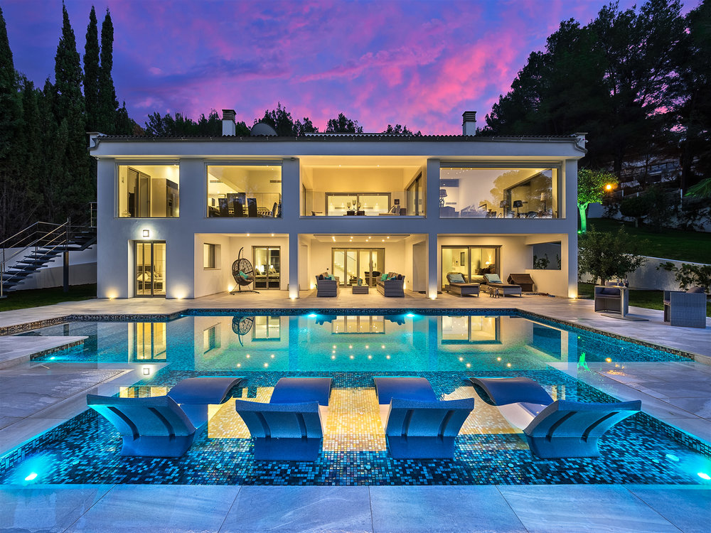 """Fire Villa, <span STYLE=""""font-weight: normal"""">2016</span>"""
