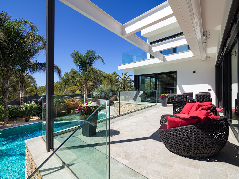 """Red Villa, <span STYLE=""""font-weight: normal"""">2016</span>"""