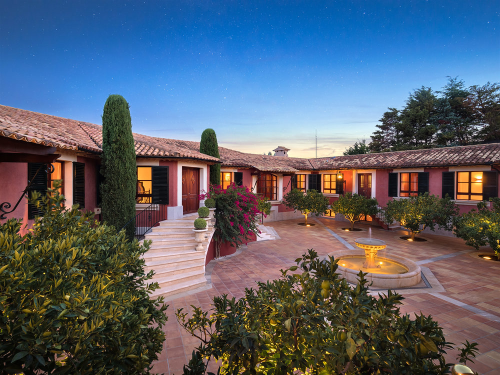 """Hacienda I, <span STYLE=""""font-weight: normal"""">2017</span>"""