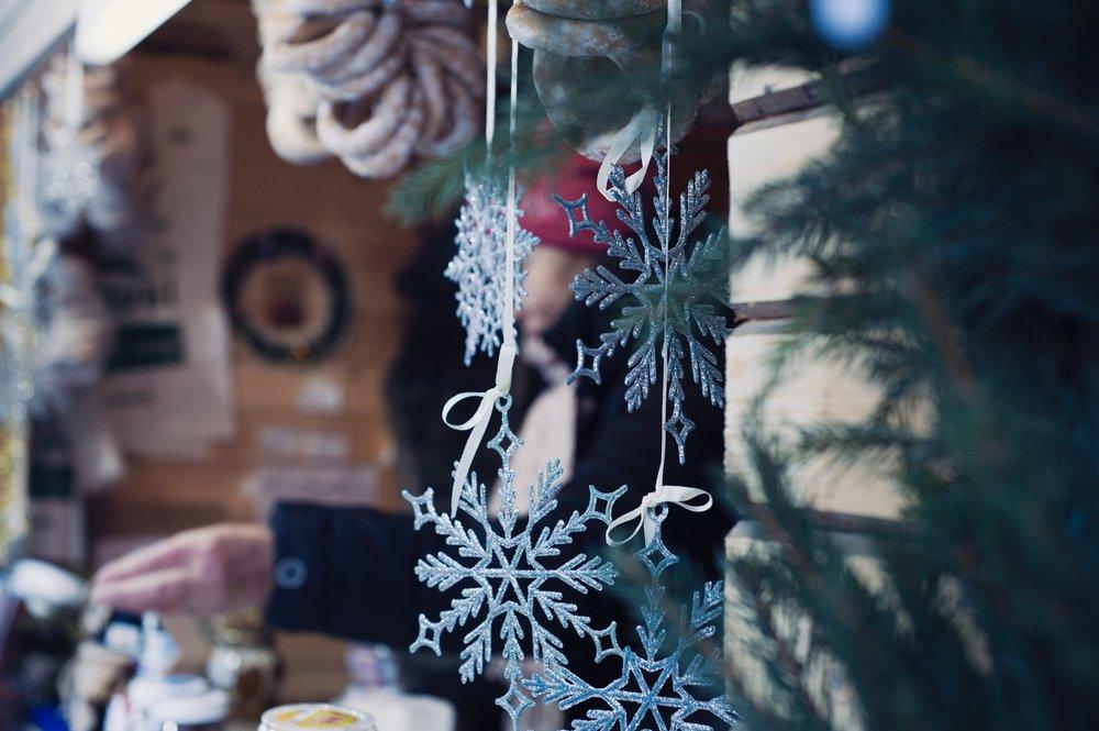 celebration-christmas-decoration-376698.jpg