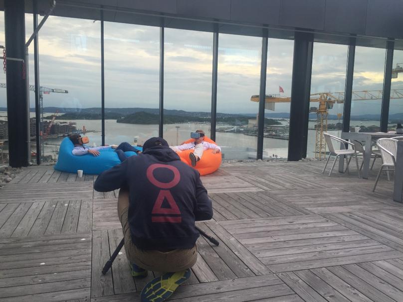 Filming på toppen av PWC bygget.