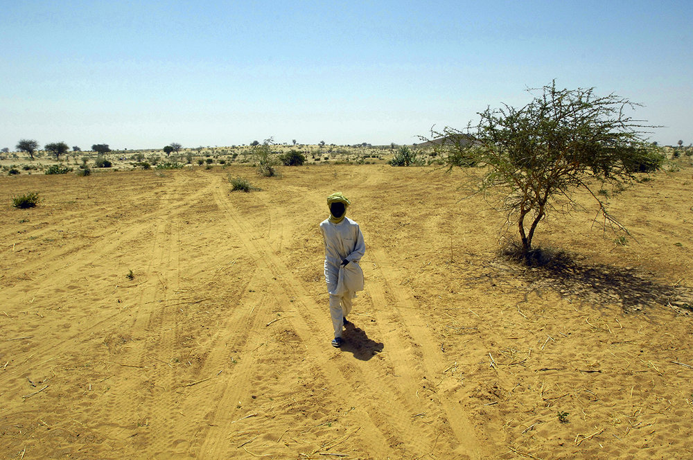 Refugee watching his family leaving Himera, to go to a camp inside Chad. He stay to be able to go back sometimes to Sudan.