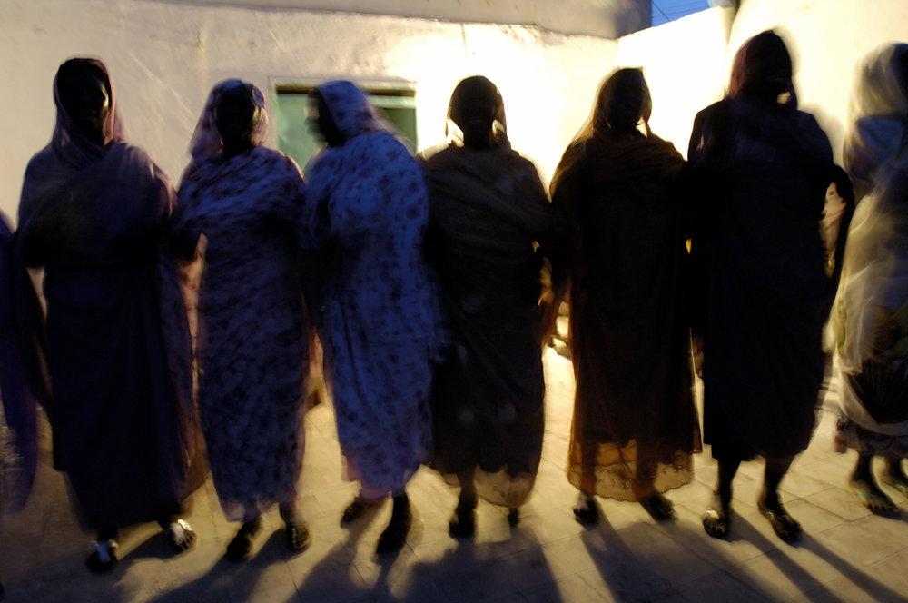 Hakamas, female war singers, Sudan 2007
