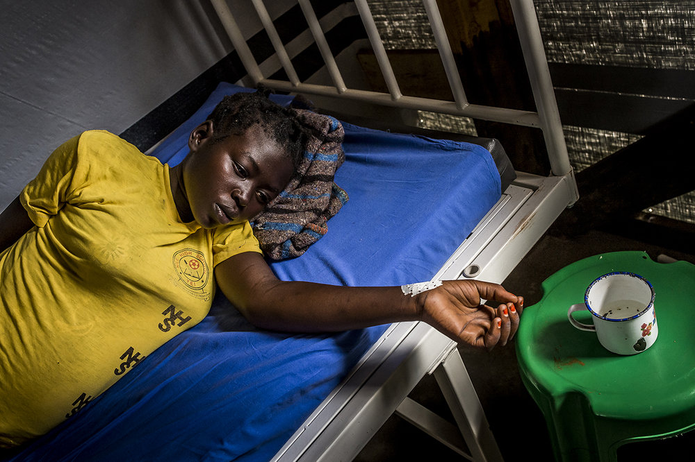 Bidibidi, MSF Health Center, maternity ward. A pregnant patient suffering from malaria, whose term is scheduled in 23 weeks is resting.