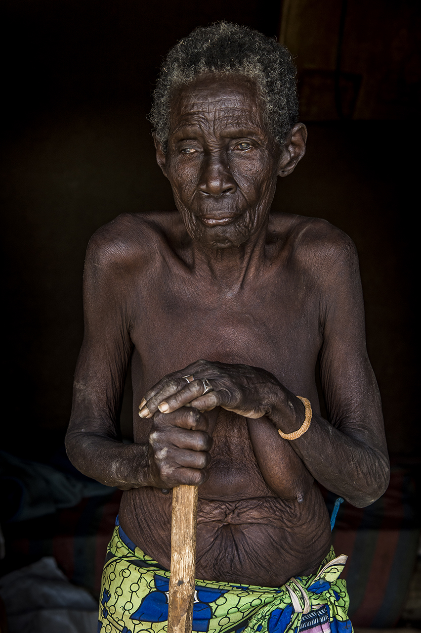 Celina Pundori, 86 years old, blind South Sudanese refugee in her room in Bidibidi. She is a living memory of contemporary History of South Sudan. She saw colonial times, independence, the wars against the North and southern civil war.