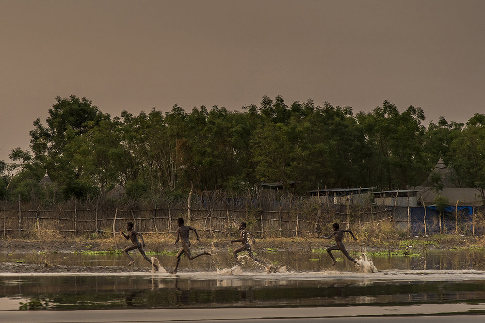 End of the day. Young boys run along the banks of the Pibor River at Akobo, the last rebel-held urban stronghold bordering Ethiopia. There is no doubt that government troops will attack this strategic crossroads sooner or later. Populations will surely scatter in the bush along the river towards the south and the north.
