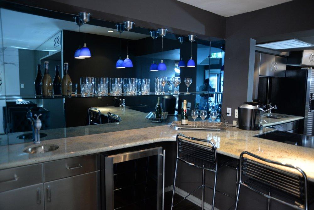 Apartment 5.4.2 Bar area.JPG