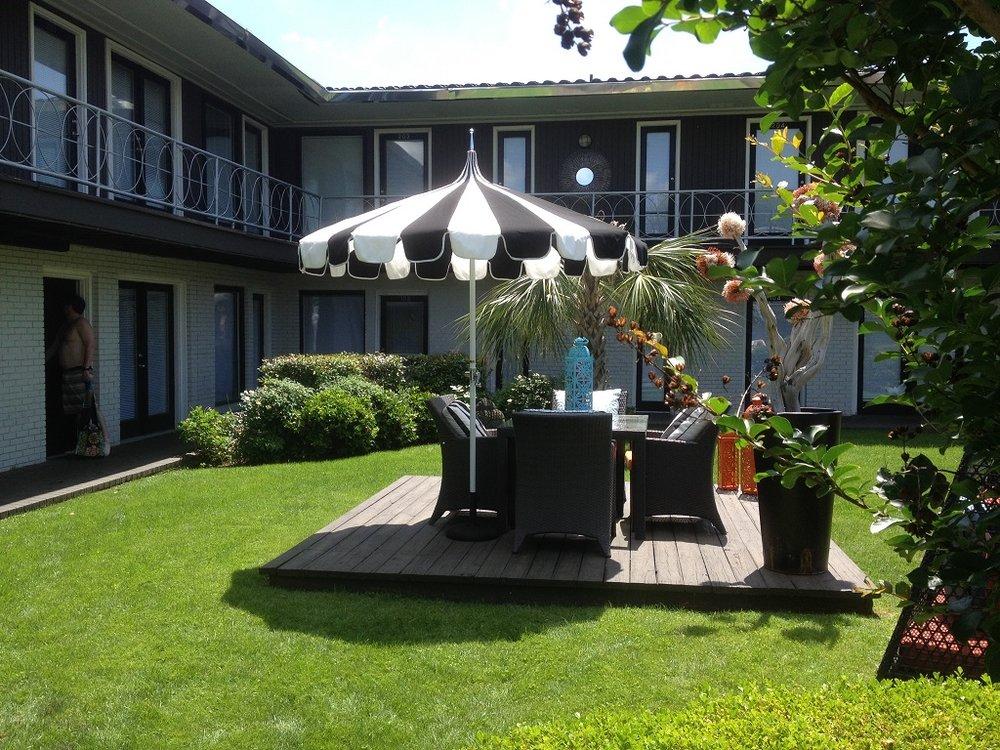5727 Gaston - STARDUST courtyard outdoor dining.JPG