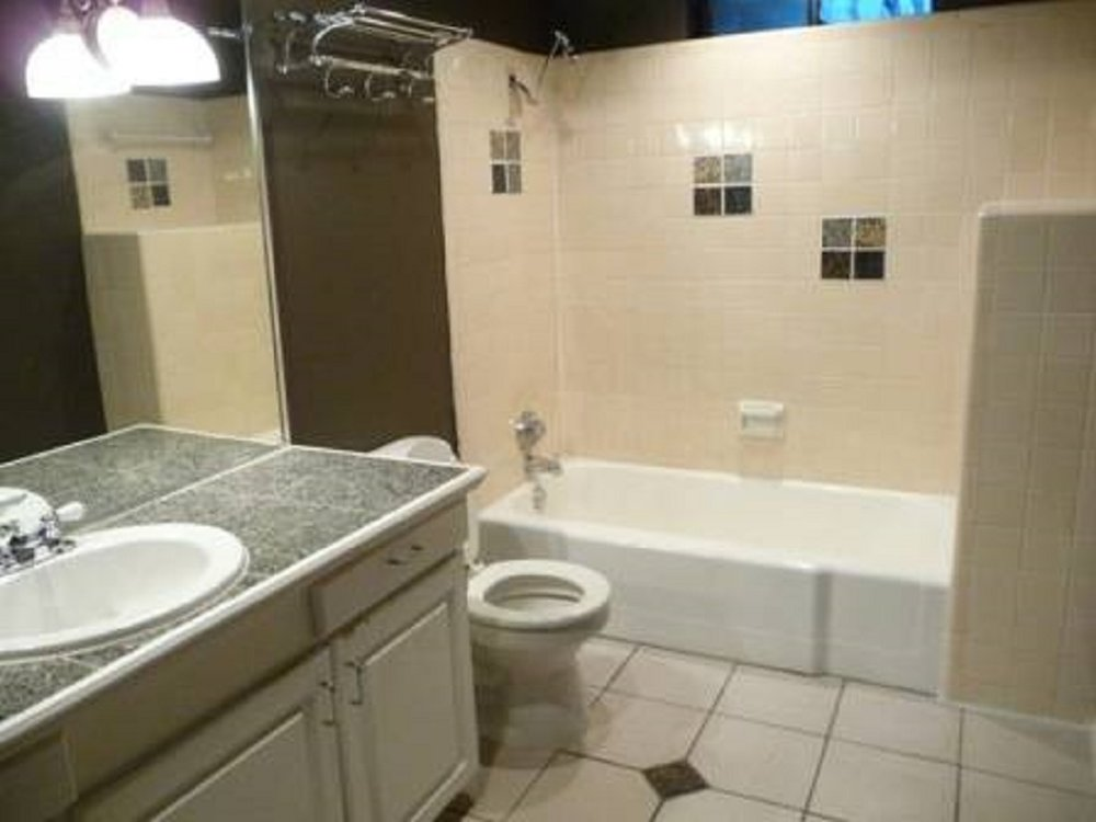 7130 12-080 (ZINFANDEL 1-1) Full Bath 1.jpg