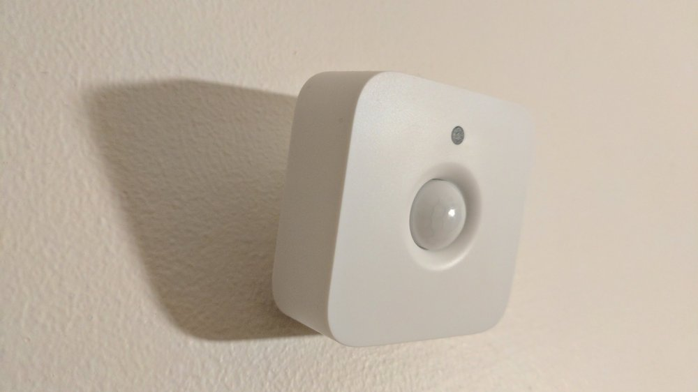 Philips Hue Intelligent Motion Sensor - Triggers your Hue lights when motion is detected