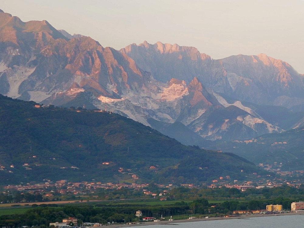 Apuan-Alps-Panorama.jpg