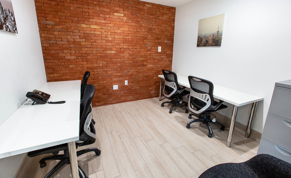 Private office, perfect for teams of 3-4 people.
