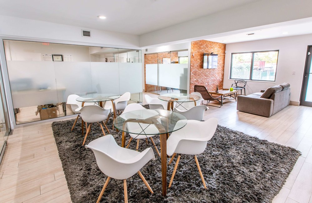 Social area, great for quick meetings, interviews, snack or lunch breaks.