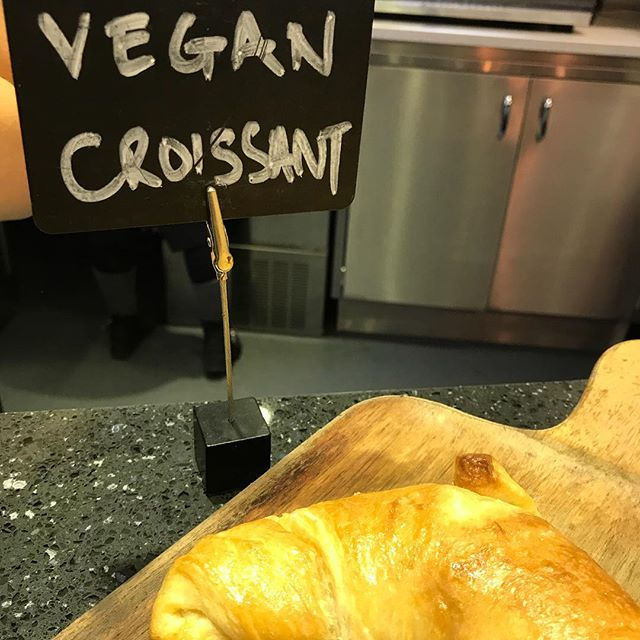 Oh my! @forksandgreen thank you thank you! Croissants available only 1 min walk from my house 🏠 Yay!!! @beewan_a 👍👍👍#vegan #veganlondon
