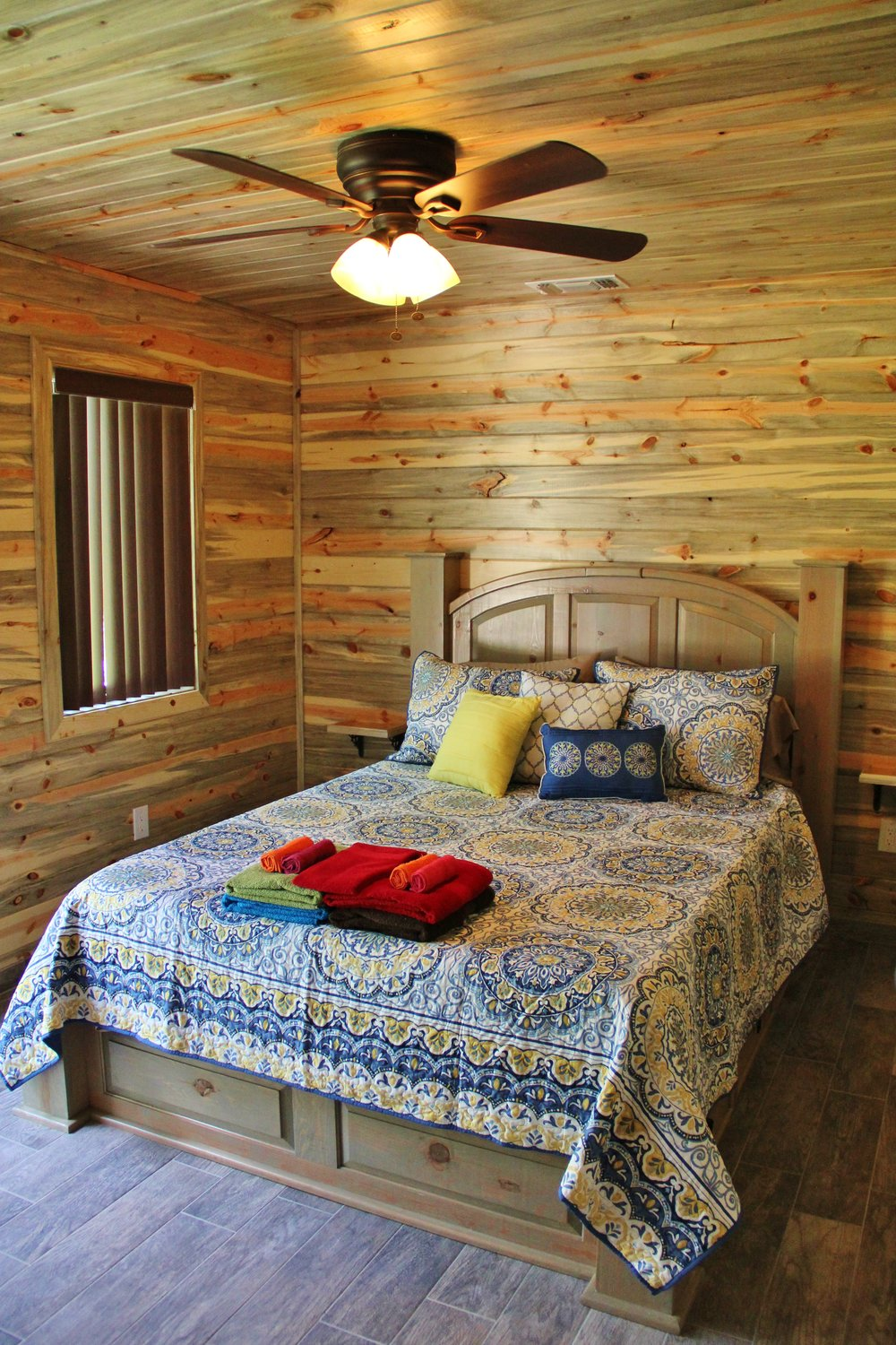 Blanco Cabin - Downstairs Bedroom