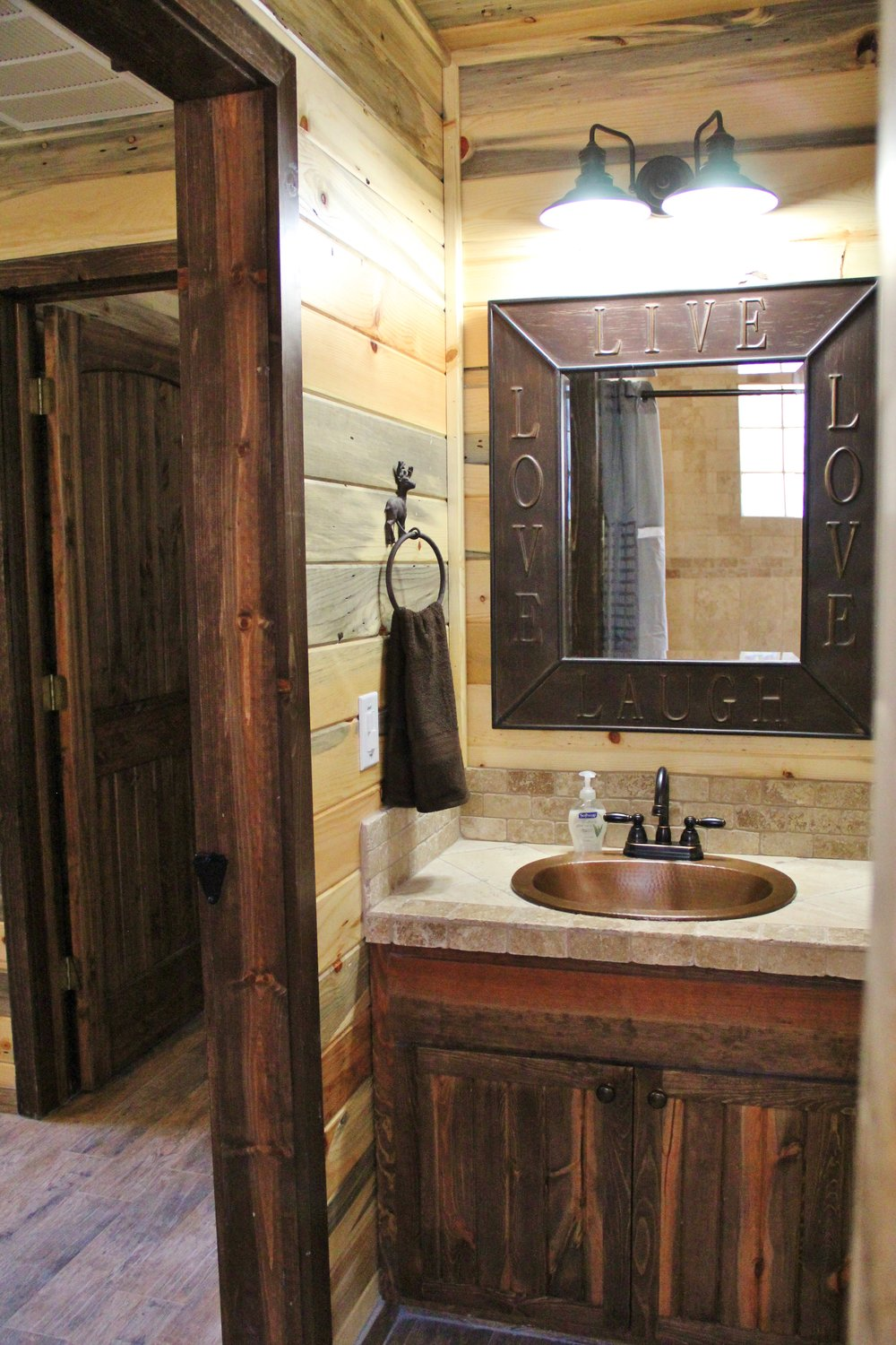 Sabine Cabin - Downstairs Bathroom