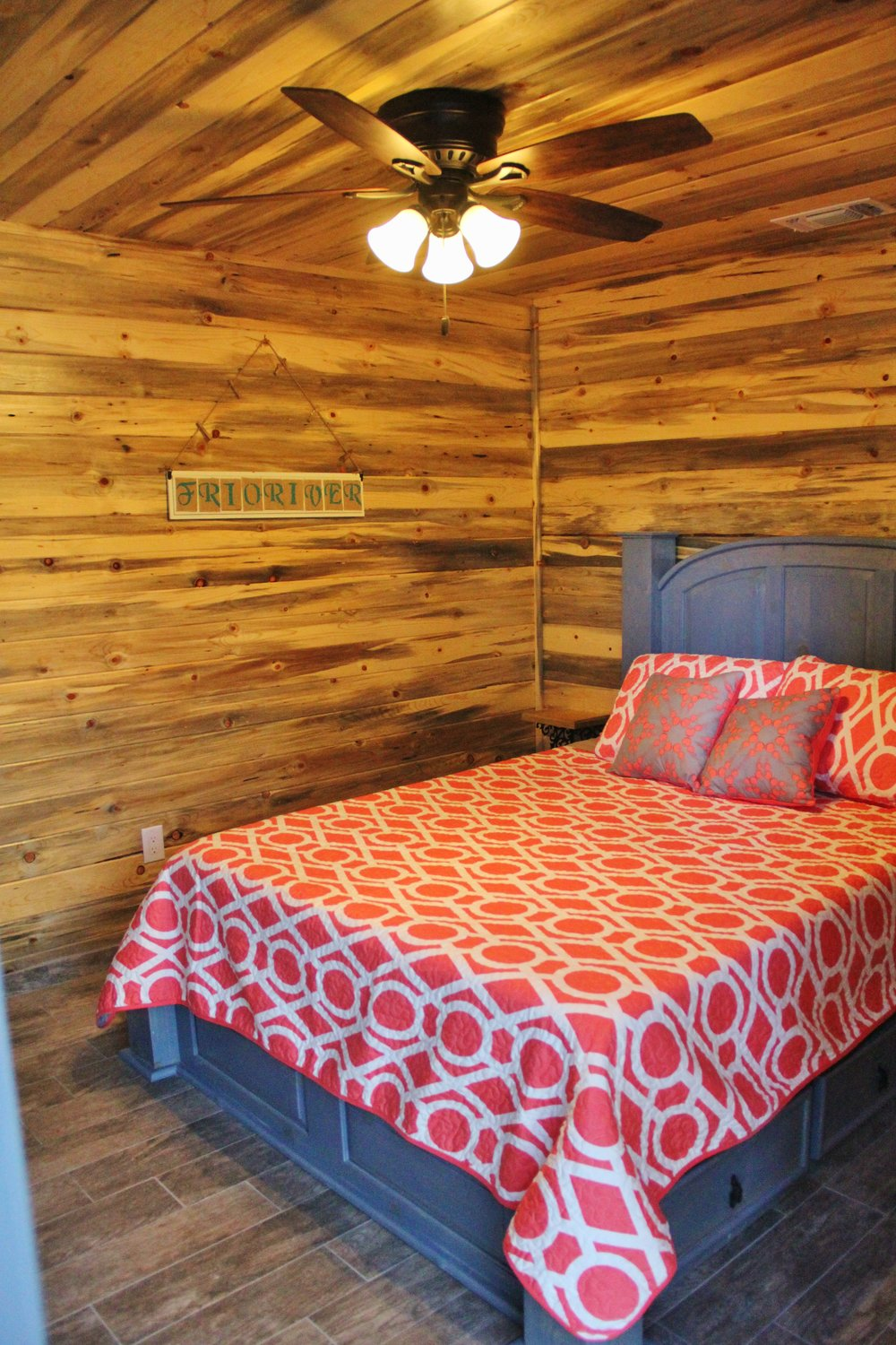 Medina Cabin - Downstairs Bedroom