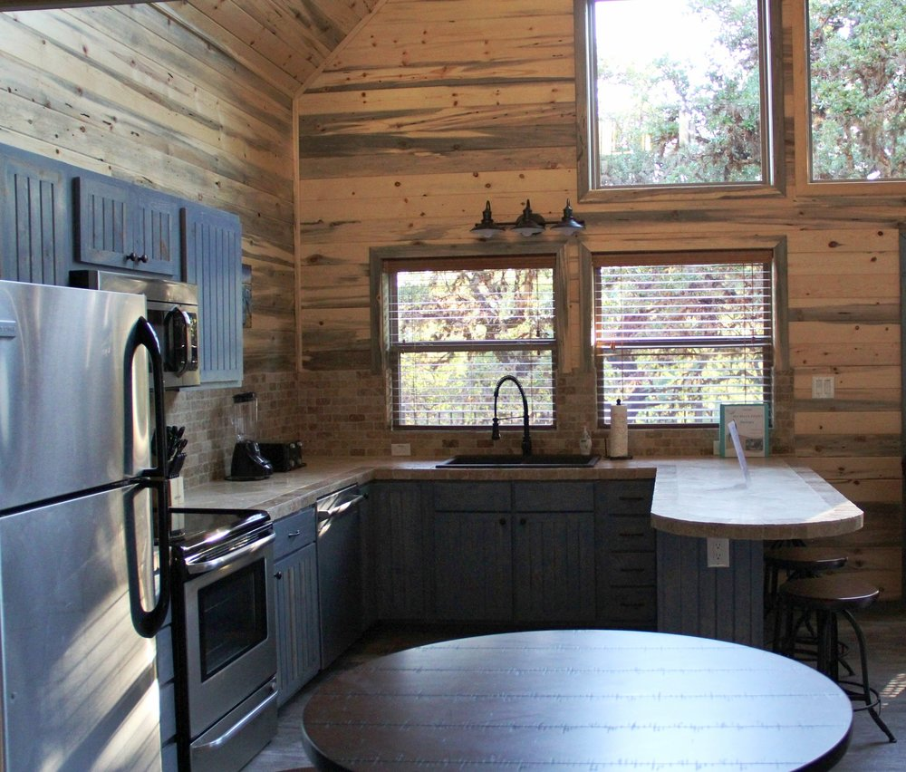 Medina Cabin - Kitchen