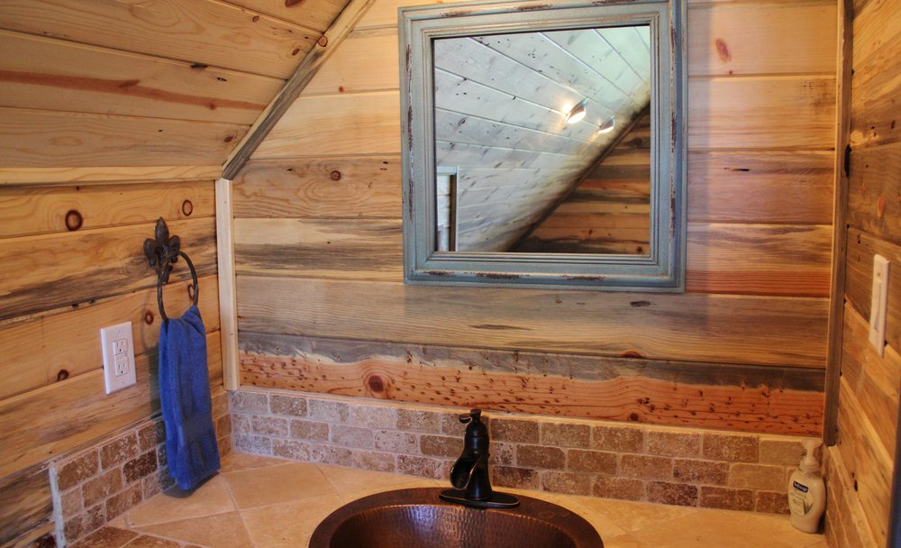 Llano Cabin - Loft Bathroom