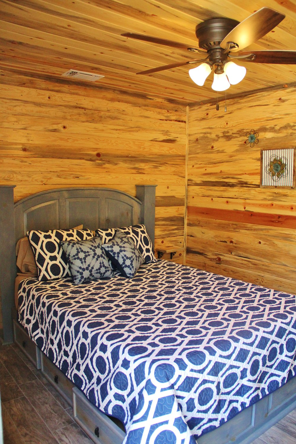 Llano Cabin - Downstairs Bedroom