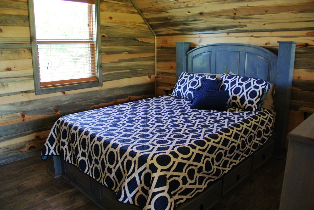 Llano Cabin - Loft Bedroom