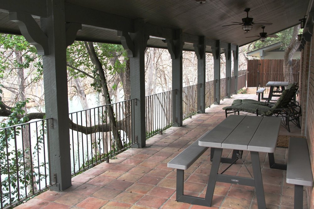 River House - Covered Patio
