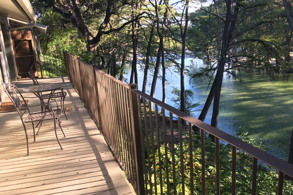 riverfront-cabins-on-the-frio