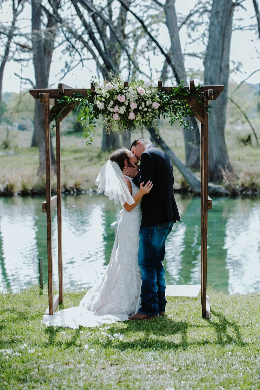 Elegant Weddings on the Frio