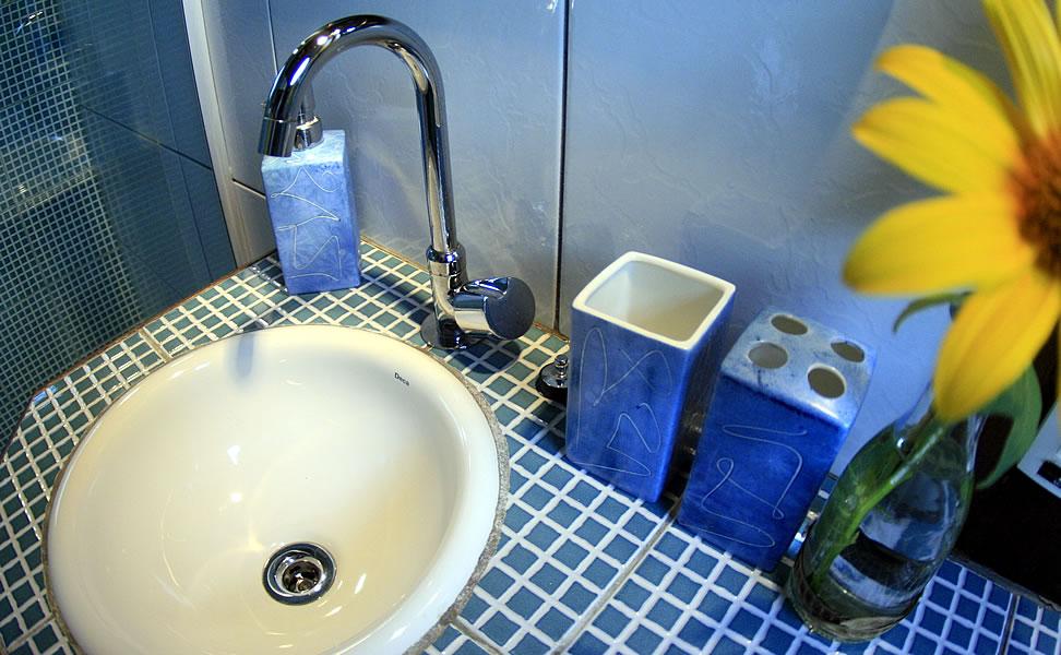 Banheiro do Quarto para reserva em Fernando de Noronha - Pousada Naiepe - 2