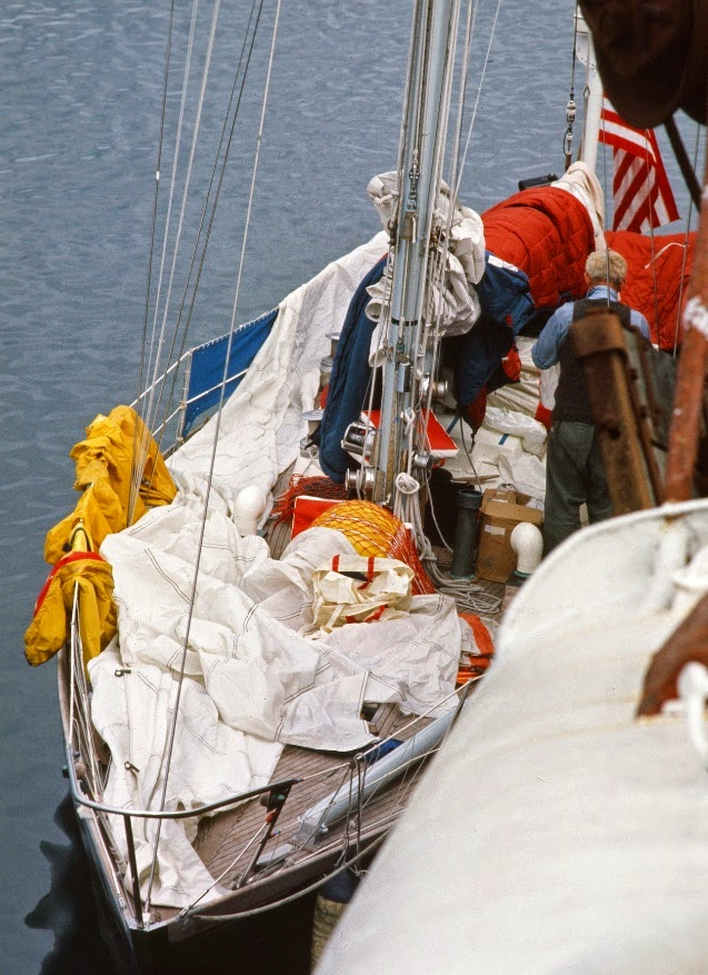 Reindeer drying her sails in the harbor.