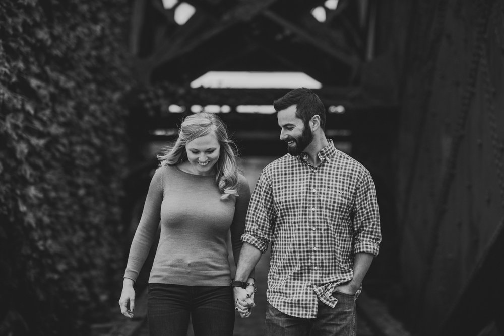 Edgewater Park Cleveland Engagement Session-0009.jpg