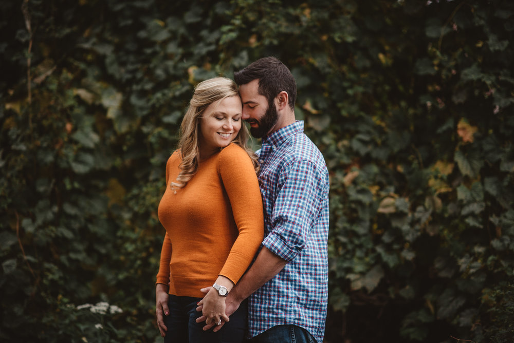 Edgewater Park Cleveland Engagement Session-0010.jpg